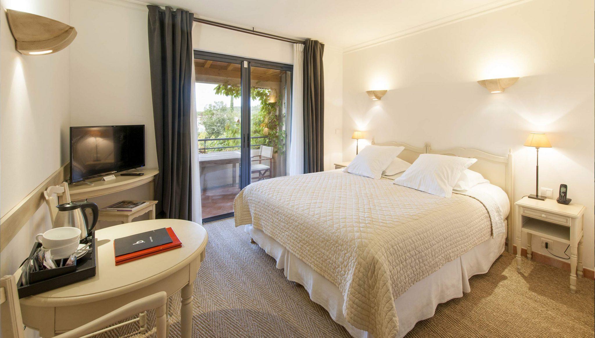 H bergements tarifs du c t des olivades for Chambre hotel charme